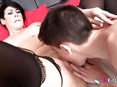 Luxurious short-hair brunette blonde spreads her legs to take it
